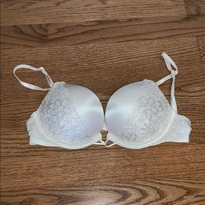 Victoria Secret 32a bombshell lace accent bra
